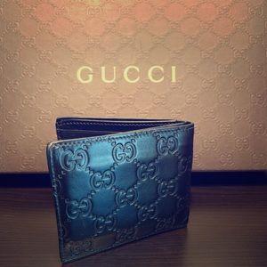 Authentic Gucci Signature wallet